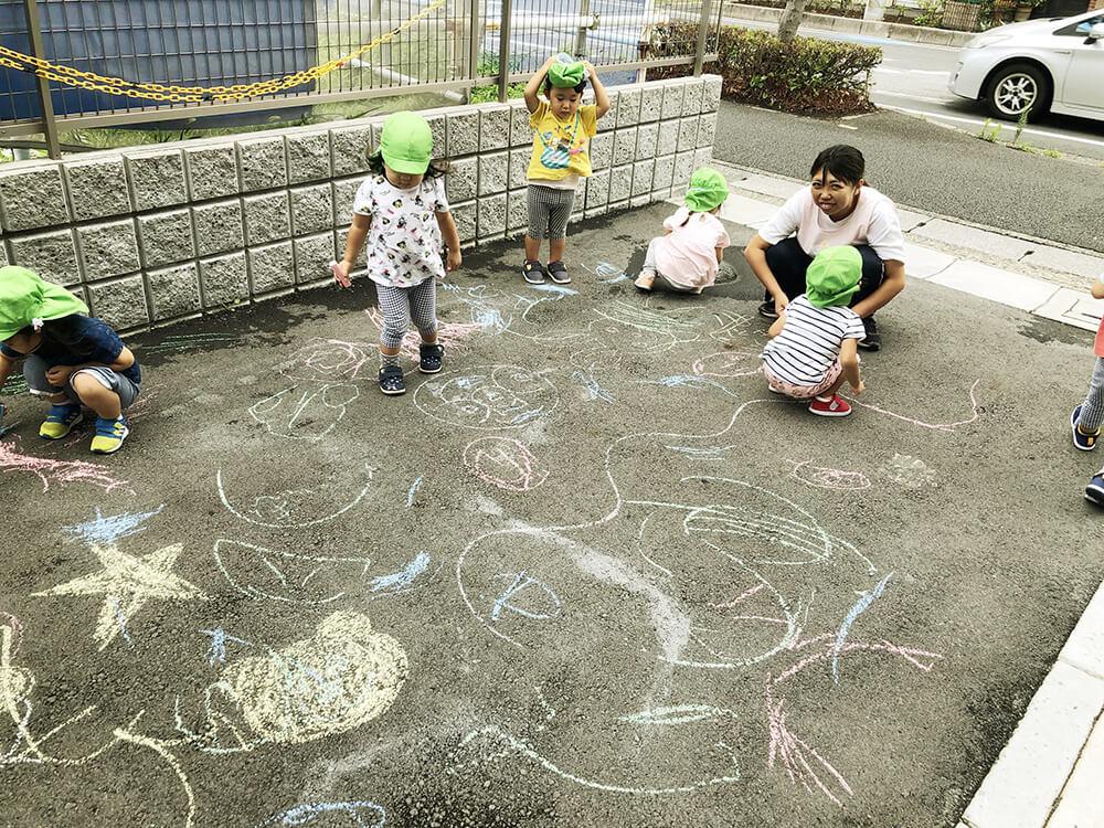 園児 お絵描き